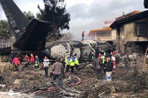 Vụ rơi máy bay Iran: Ít nhất 15 người thiệt mạng
