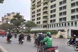 Hà Nội: Giải cứu bé 4 tuổi bị người đàn ông nghi 'ngáo đá' bế lang thang trên đường
