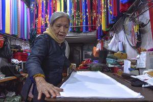 Trọn đời gắn bó với nghề may áo dài truyền thống