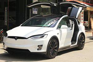 Chiêm ngưỡng ô tô điện Tesla Model X P100D màu trắng duy nhất Việt Nam