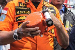 Indonesia tìm thấy hộp đen thứ hai của máy bay rơi xuống biển