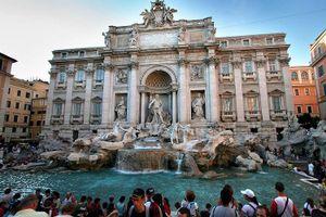 Nổ ra tranh luận về sử dụng tiền xu trong bể phun nước ở Rome