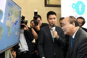 Thủ tướng trải nghiệm công nghệ số made in Việt Nam