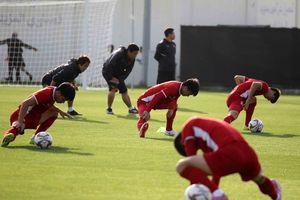 Đội tuyển Việt Nam thể hiện tinh thần trước trận đấu với Yemen