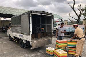 Đà Nẵng: Kiểm tra xe ô tô chở quá số người quy định, phát hiện gỗ lậu