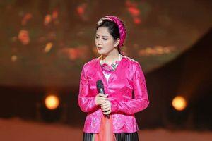 Xuân Hinh làm MV cùng vợ thứ trưởng Bộ Tài chính