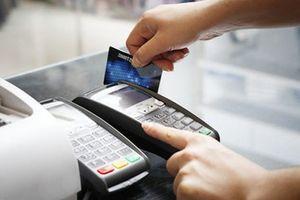Vì sao người dân vẫn ngại quẹt thẻ khi mua sắm?