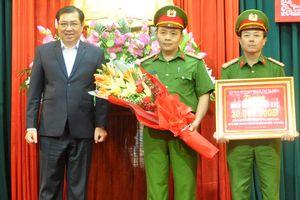 Chủ tịch UBND TP Đà Nẵng thưởng 'nóng' thành tích bắt đối tượng dùng súng và mìn cướp tài sản