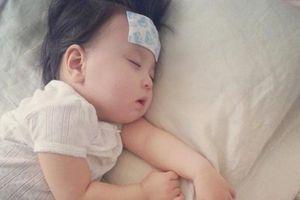 Cách hạ sốt cho bé an toàn, đơn giản ngay tại nhà, mẹ lưu về khi cần dùng cho con
