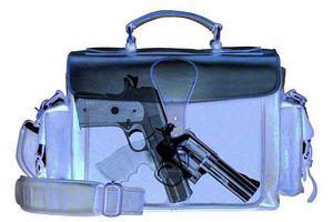 Hành khách mang súng trót lọt lên chuyến bay quốc tế