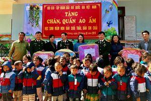 Hội CCB Tập đoàn mang 'Đông ấm' đến với học sinh vùng cao tỉnh Lai Châu