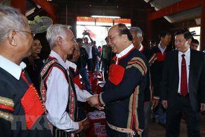 Thủ tướng tặng quà đối tượng chính sách, hộ dân tộc thiểu số nghèo
