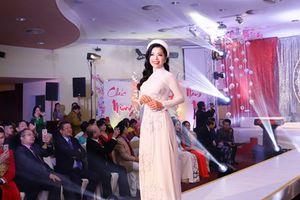 Ngắm các Đại sứ Nhân ái người Việt ở châu Âu trình diễn áo dài