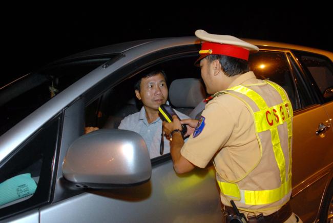 Tổng kiểm tra nồng độ cồn, ma túy các tài xế xe ô tô trên toàn TP Hồ Chí Minh