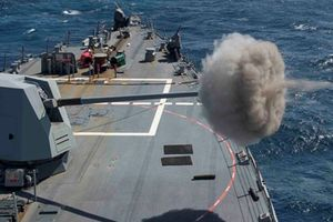Mỹ cải tiến hải pháo Mk 45, bắn được cả đạn điện từ