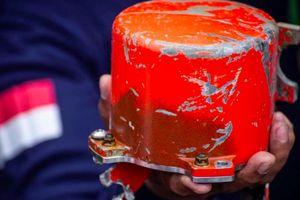 Indonesia tìm thấy hộp đen thứ 2 của máy bay rơi trên biển Java