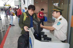 Hàng không phát hiện khách ngoại đi máy bay không có visa