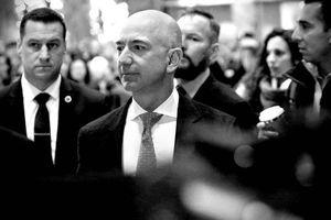 Người giúp ông chủ Amazon thành người giàu nhất thế giới