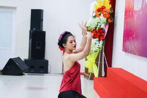 Choáng ngợp với sân khấu cực lộng lẫy và rực rỡ sắc màu của thí sinh Miss UEF trong phần thi tài năng