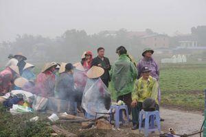 Vì sao người dân chặn xe vào bãi rác Nam Sơn?