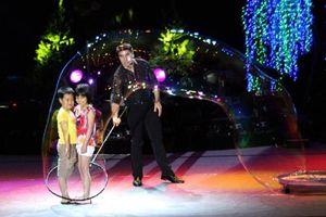 Huyền thoại bong bóng Fan Yang biểu diễn tại Việt Nam