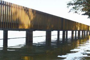 Ấn tượng cây cầu gỗ lim tại Huế