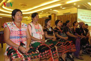 Mất đi trang phục và hoa văn thổ cẩm là mất đi văn hóa tộc người
