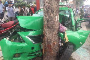 Taxi 'điên' gây tai nạn liên hoàn, 2 người nguy kịch ở TP.HCM
