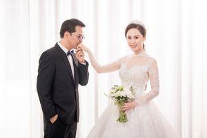 Lộ ảnh cưới của NSND Trung Hiếu và vợ 'hotgirl'
