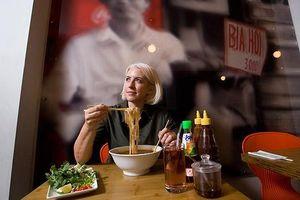 Nhà hàng đồ Việt 'xấu tính' tại Anh bị chỉ trích vì món phở chay