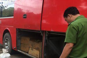 Quảng Nam: Liên tiếp phát hiện xe khách vận chuyển gỗ trái phép