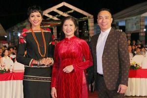 H'Hen Niê gây ấn tượng tại lễ hội lễ hội thổ cẩm quy mô quốc gia
