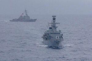 Mỹ và Anh lần đầu tiên tập trận chung trên biển Đông