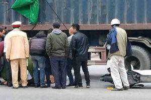 Tai nạn giao thông, đôi nam nữ đi SH tử vong dưới gầm container