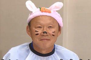 Thầy Park bị phạt, hóa trang thành chú thỏ vô cùng dễ thương