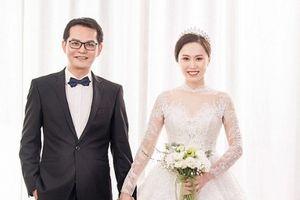 Ảnh cưới lung linh của 'Đại gia chân đất' Trung Hiếu