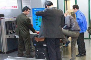 Khách Trung Quốc đi máy bay không có visa ở sân bay Nội Bài