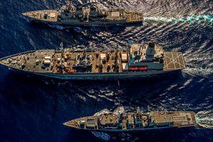 Mỹ - Anh lần đầu tiên điều tàu chiến tập trận ở Biển Đông để 'thách thức' TQ