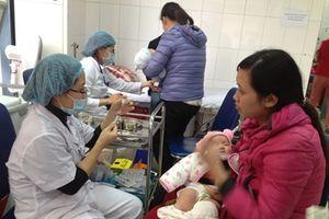 Nhiều trẻ phản ứng sau tiêm ComBe Five: Bộ trưởng Y tế nói gì?