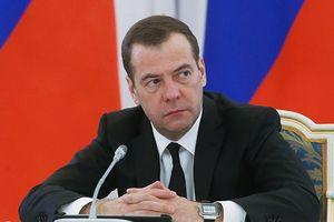 Thủ tướng Medvedev giải thích nguyên nhân khiến Nga từ bỏ đồng đô la