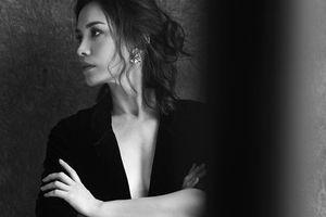 Hoa hậu Ngọc Khánh hờ hững ngực trần khiến người đối diện loạn nhịp