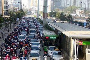 Thường xuyên xảy ra ùn tắc giao thông, tuyến buýt BRT số 2 chưa triển khai