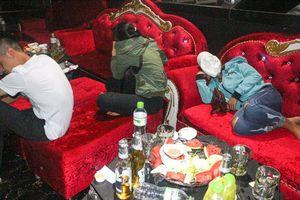 Vĩnh Long: Kiểm tra quán bar, phát hiện nhiều thanh niên dương tính với ma túy