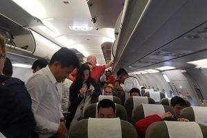 Bắt tại trận một khách ngoại trộm đồ trên máy bay