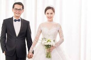 Tiết lộ ảnh cưới của NSND Trung Hiếu và vợ hotgirl kém 19 tuổi