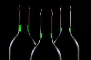 7 dấu hiệu để phân biệt rượu ngoại thật và giả