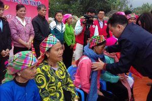 Tặng 50 nhà chữ thập đỏ và 200 suất quà Tết cho bà con nghèo tại Yên Bái
