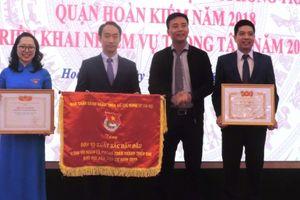 Tuổi trẻ Hoàn Kiếm nhận cờ đơn vị xuất sắc dẫn đầu năm 2018