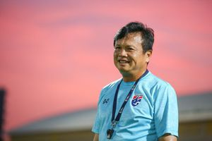 HLV tạm quyền Sirisak đứng trước cơ hội dẫn dắt Thái Lan sau Asian Cup