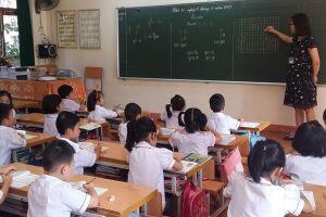 Đề xuất có chứng chỉ hành nghề, giáo viên lo phải đóng phí chống trượt